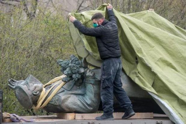Rusland opent onderzoek naar losgeschroefd Sovjet-standbeeld in Praag