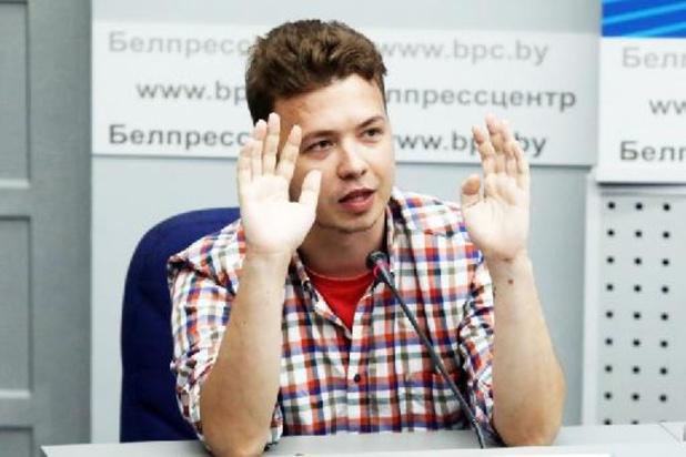Bélarus: les autorités exhibent un opposant incarcéré devant la presse