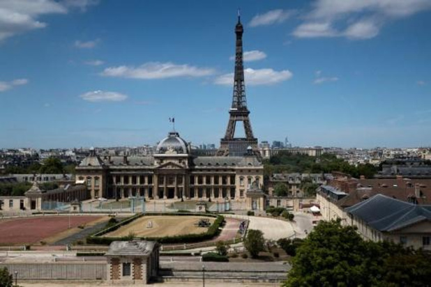 Franse economie zou iets minder zwaar krimpen dan gedacht