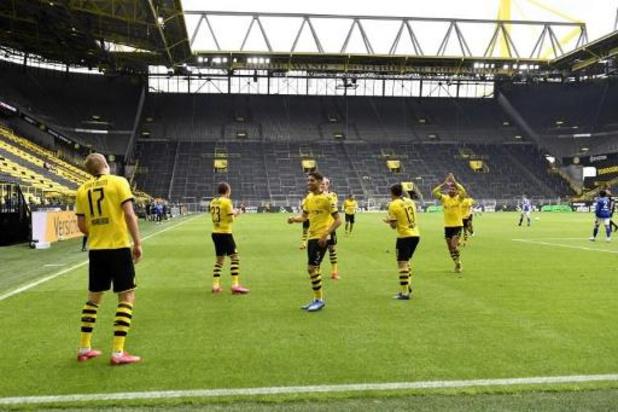 Thorgan Hazard helpt Dortmund bij rentree aan ruime zege in derby tegen Schalke 04