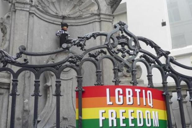 Manneken Pis draagt Pride-outfit ter ondersteuning van de #LGBTIQFreedomZone-campagne