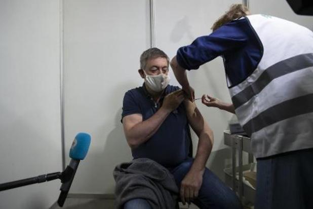 Vlaams minister-president Jan Jambon krijgt zijn eerste coronavaccin