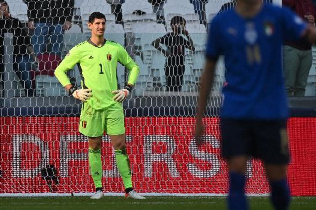 """Rode Duivels - Courtois haalt uit naar overvolle kalenders UEFA en FIFA: """"Ze geven niks om spelers"""""""