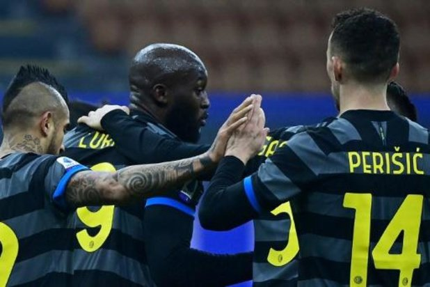 Belgen in het buitenland - Romelu Lukaku helpt Inter Milaan met twee doelpunten aan ruime zege tegen Benevento