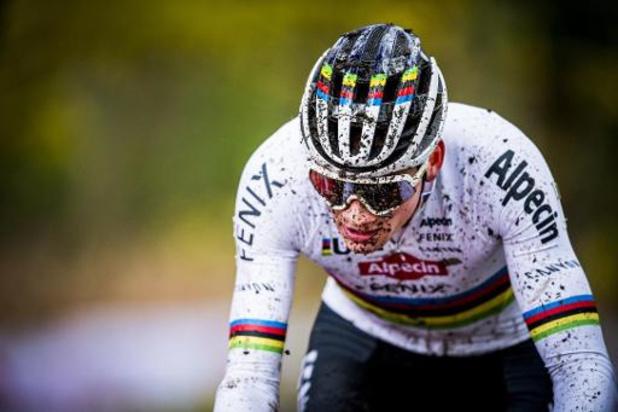 Mathieu van der Poel wint Citadelcross na spektakelstuk