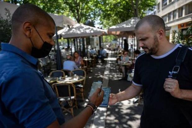 Frankrijk handhaaft coronaregels ondanks verbeterde situatie
