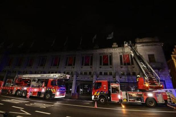 Dakbrand in Bozar Brussel: brand onder controle, één brandweerman gewond