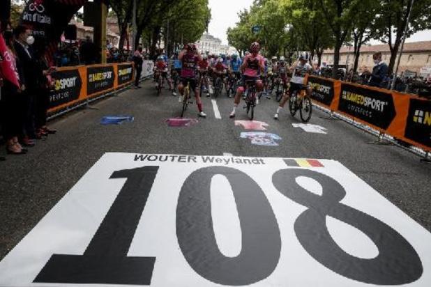 Une minute de silence pour Wouter Weylandt au départ de la 2e étape, dix ans après sa mort