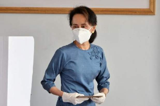 Aung San Suu Kyi op 24 mei voor de rechtbank