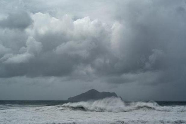 KMI waarschuwt voor lokaal hevige buien en onweer