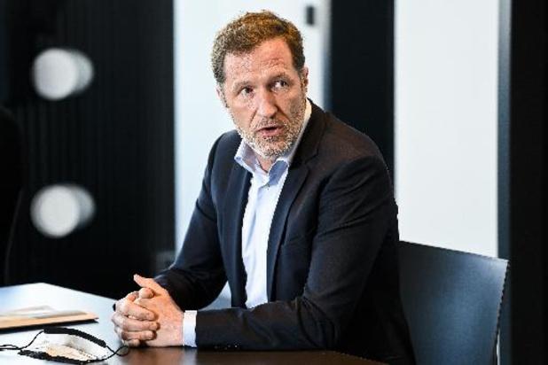 PS-voorzitter Magnette wil ook lonen CEO's blokkeren