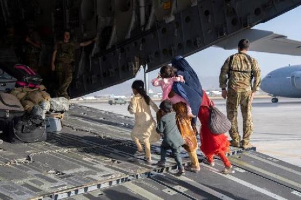 Taliban aan de macht - VS roepen mensen aan poorten luchthaven Kaboel op om weg te gaan wegens terreurdreiging