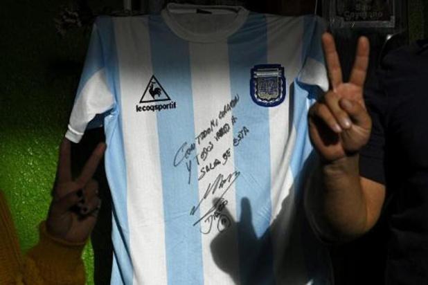 Coronavirus - Un maillot de Maradona pour aider des pauvres de Buenos Aires
