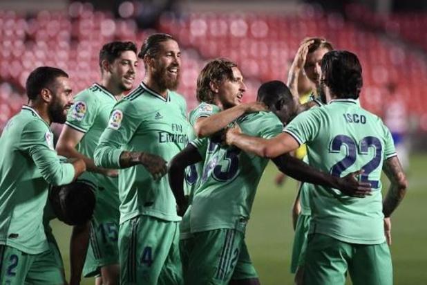 """Belgen in het buitenland - Real Madrid dankzij """"Man van de Match"""" Courtois stap dichter bij 34e titel"""