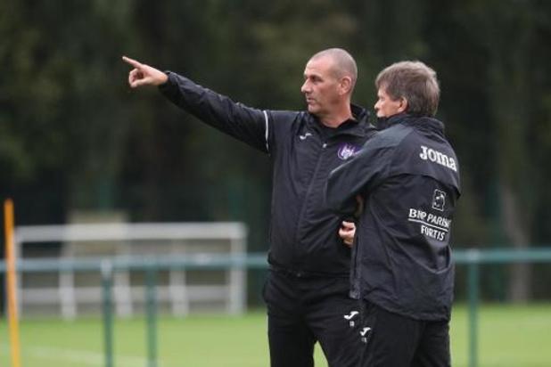 L'entraîneur Simon Davies quitte le Sporting d'Anderlecht pour des raisons privées