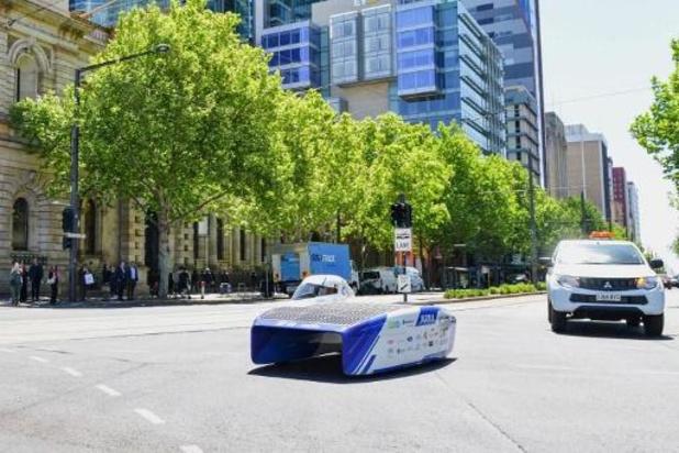 Leuvense team wint WK zonnewagens: ruim 3.000 kilometer tegen gemiddeld 86,6 km/u