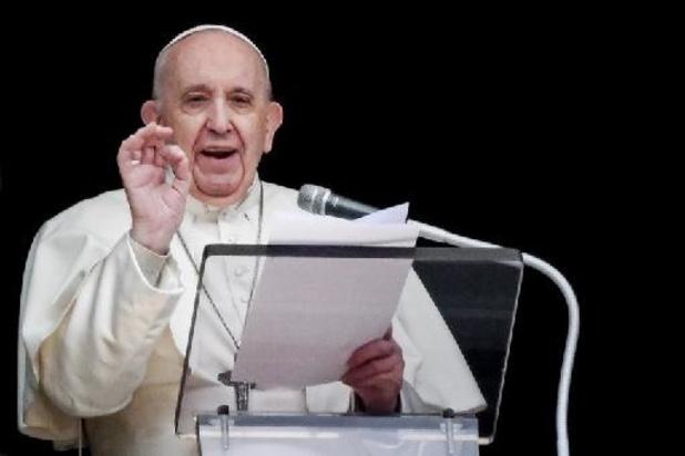Le pape réapparaît place Saint-Pierre pour sa prière du dimanche