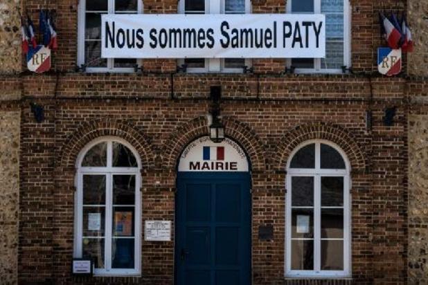 Homme décapité en région parisienne - France: la femme interpellée à Nîmes inculpée dans le cadre de l'assassinat de Samuel Paty