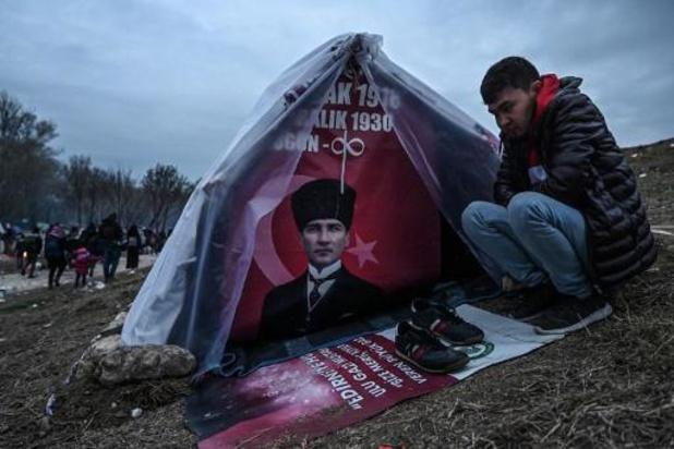 Onrust Grieks-Turkse grens - Traangas afgevuurd van zowel Turkse als Griekse kant van de grens