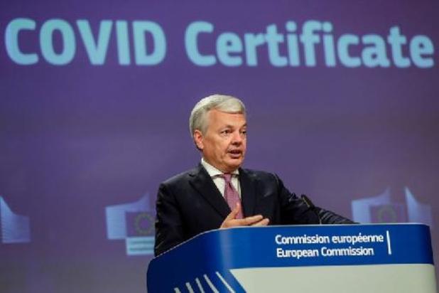 Certificat européen: les enfants de parents exemptés de quarantaine doivent l'être aussi