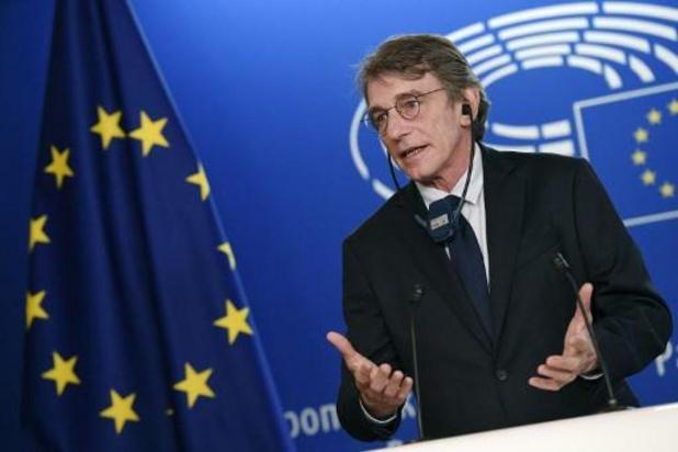 Coronavirus - Voorzitter Europees Parlement opent plenaire vergadering... in lege zaal