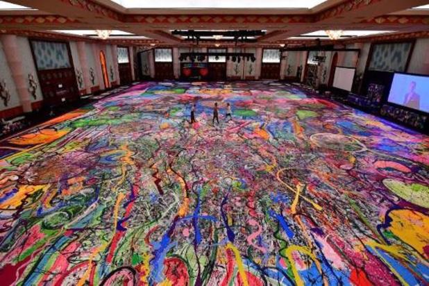 La plus grande toile du monde vendus aux enchères pour les enfants pauvres