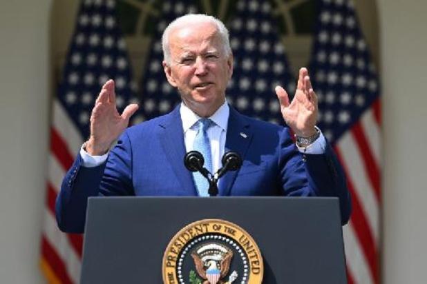 """Joe Biden dévoile un plan limité contre l'""""épidémie"""" de la violence des armes à feu"""