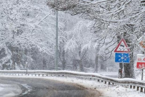 KMI waarschuwt voor gladde wegen door sneeuw vanaf zaterdagnacht
