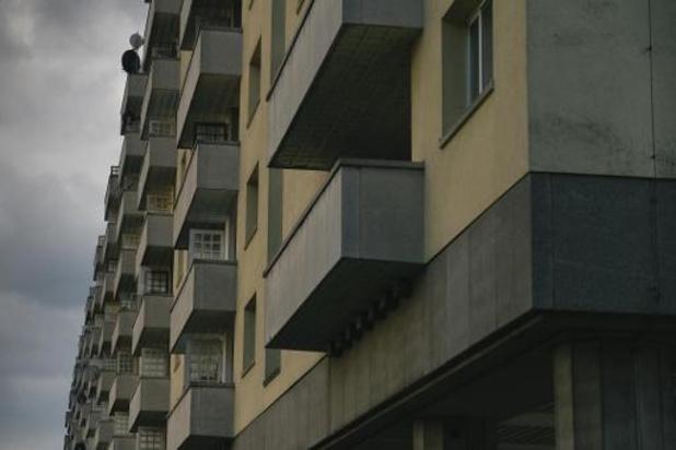 Sociale organisaties slepen Vlaams woonbeleid voor de rechter