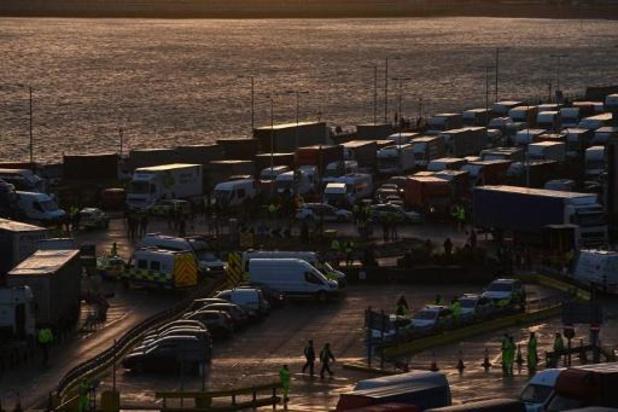 Coronavirus - Extra militair personeel helpt truckers die gestrand zijn in Verenigd Koninkrijk