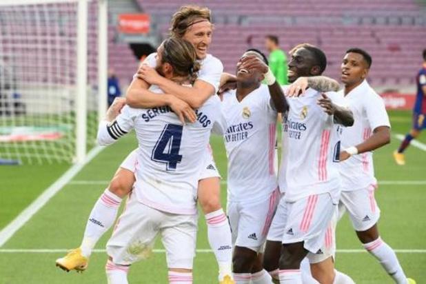 Belgen in het buitenland - Real Madrid spoelt moeilijke week door met zege bij Barcelona