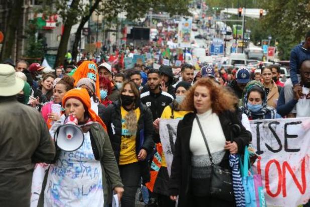 Quelques centaines de manifestants à Bruxelles pour la régularisation des sans-papiers