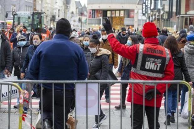 Coronavirus - Grote drukte in Brusselse winkelbuurten, Nieuwstraat en Elsensesteenweg afgesloten