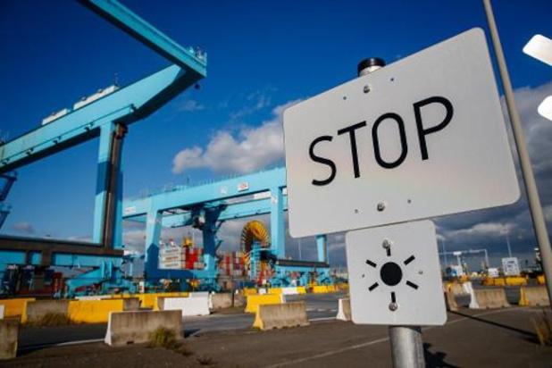 Des voitures neuves bloquées dans le port de Zeebrugge
