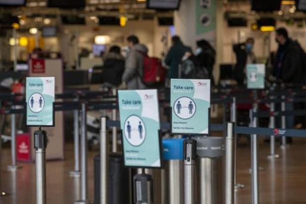 Duizenden mensen keerden besmet terug van reis