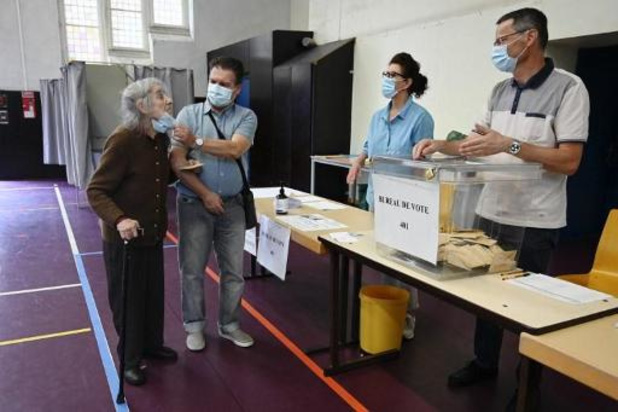 France: la participation en baisse à midi par rapport au 1er tour des municipales