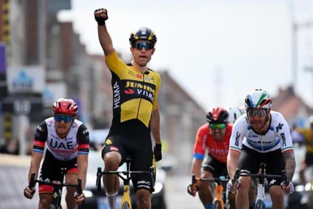 Wout van Aert sprint naar de overwinning in Gent-Wevelgem