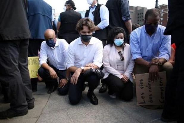 Violences policières contre les Afro-Américains - Justin Trudeau, un genou à terre avec des manifestants contre le racisme