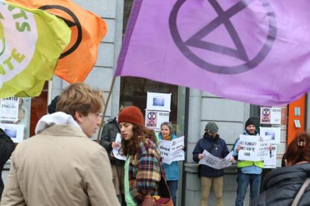 Klimaatactivisten van Extinction Rebellion Gent nemen opnieuw banken onder vuur