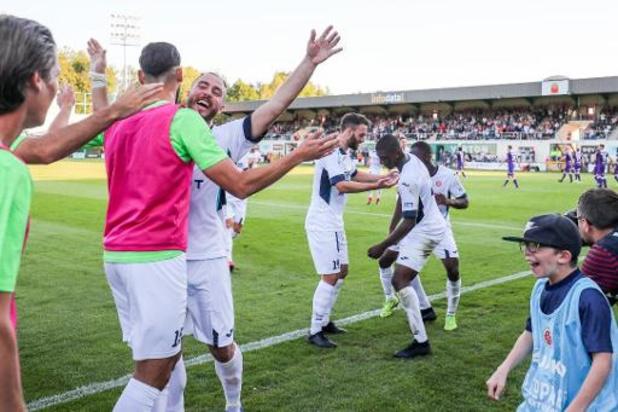 Proximus League - Promovendus Virton wint makkelijk van Beerschot en komt voor het eerst aan de leiding