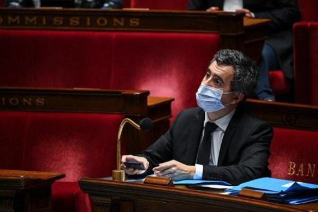 """Évacuation de migrants à Paris: Darmanin """"renouvelle (sa) confiance"""" au préfet de police"""