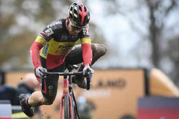 """Superprestige Merksplas - Sweeck na ultieme jump nog derde: """"Mooi om hier met hele ploeg op het podium te staan"""""""