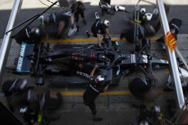 Lewis Hamilton (Mercedes) devant son équipier Bottas lors de la 2e séance d'essais libres