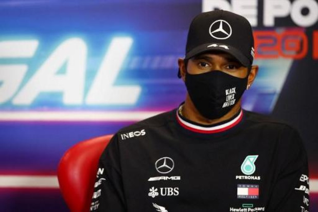 Lewis Hamilton neemt na coronabesmetting deel aan slotrace