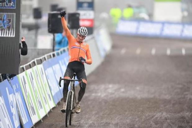 Mathieu van der Poel remporte son 4e titre de champion du monde devant Wout van Aert