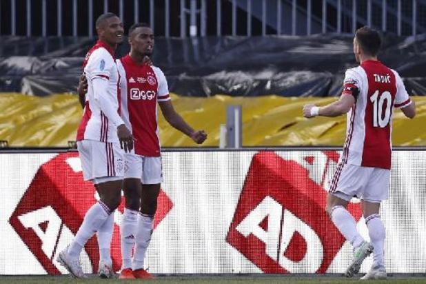 Belgen in het buitenland - Doelpunt Openda volstaat niet, Ajax pakt 20e beker uit clubgeschiedenis