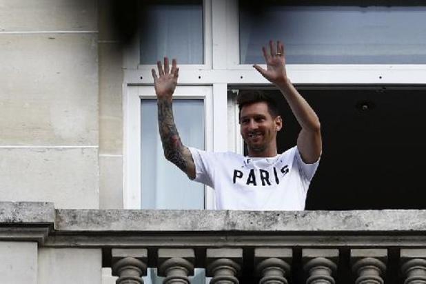 Messi weg bij Barcelona - Lionel Messi tekent contract voor twee jaar bij PSG, met optie op derde seizoen
