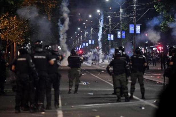 """Violentes manifestations à Belgrade: le président serbe dénonce des """"hooligans criminels"""""""