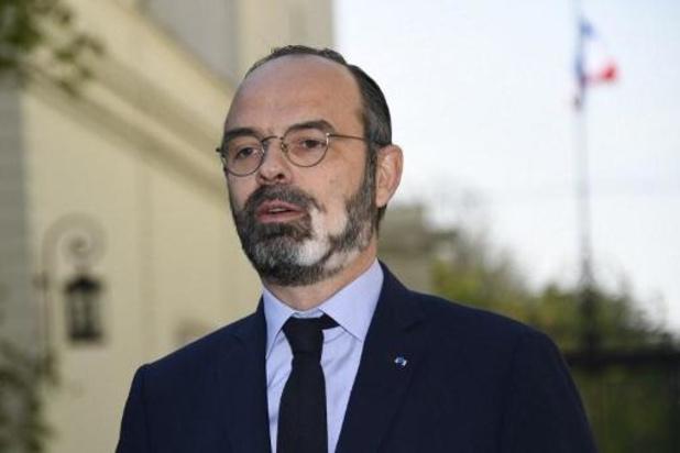"""France: le Premier ministre s'alarme d'une """"vague élevée"""" qui """"déferle"""" sur le pays"""