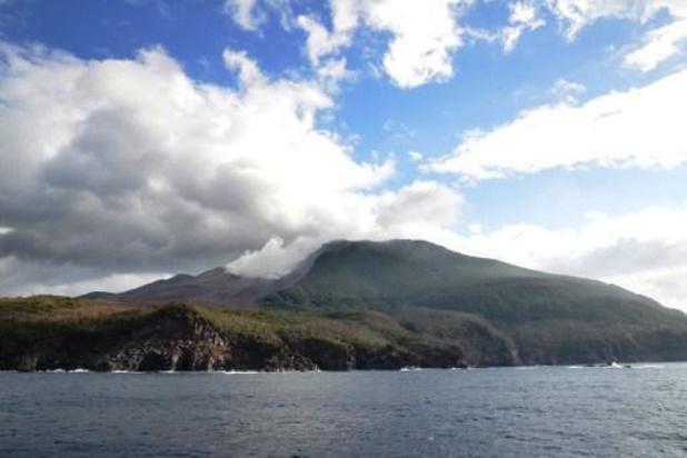 Un volcan entre en éruption sur une île au Japon